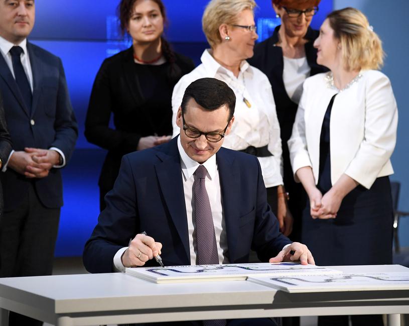 """Premier Morawiecki przedstawia """"mapę drogową piątki PiS"""" /Mateusz Jagielski /East News"""