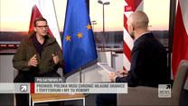 """Premier Morawiecki w """"Gościu Wydarzeń"""": Dysponujemy filmem, który potwierdza, że to funkcjonariusze białoruscy eskortują uchodźców na granicę z Polską"""