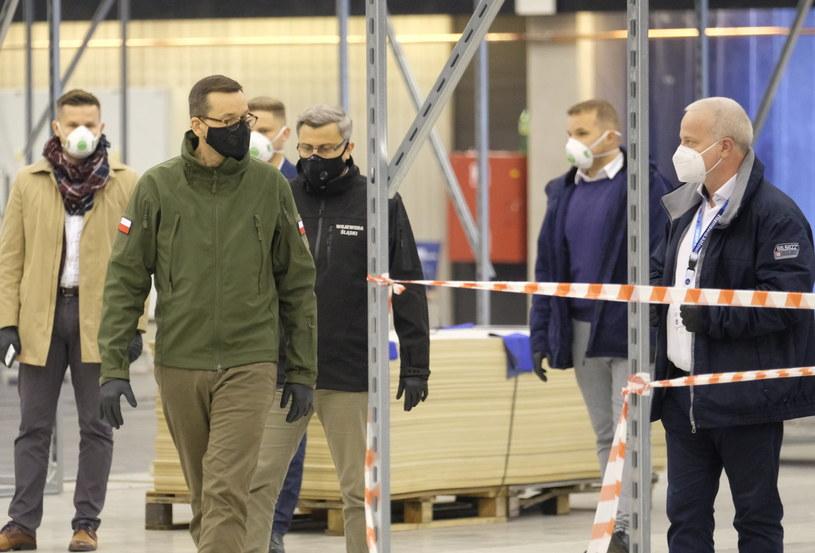 Premier na budowie szpitala tymczasowego w Katowicach / Andrzej Grygiel    /PAP