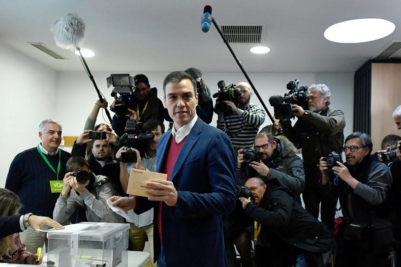 Premier Pedro Sanchez podczas niedzielnego głosowania /AFP