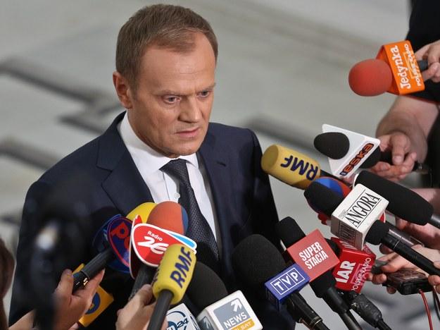 Premier podczas piątkowej konferencji w Sejmie /Rafał Guz /PAP