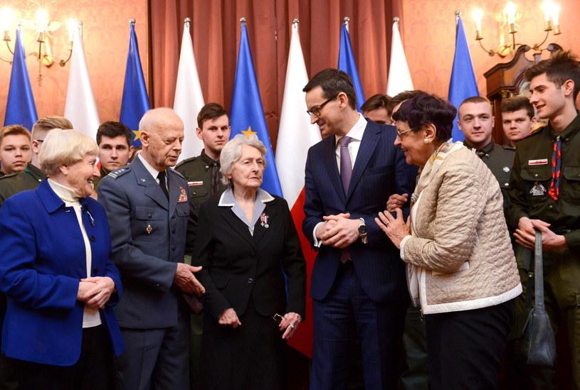Premier podczas spotkania  z przedstawicielami Polskiego Towarzystwa Sprawiedliwych Wśród Narodów Świata / Jakub Kamiński    /PAP