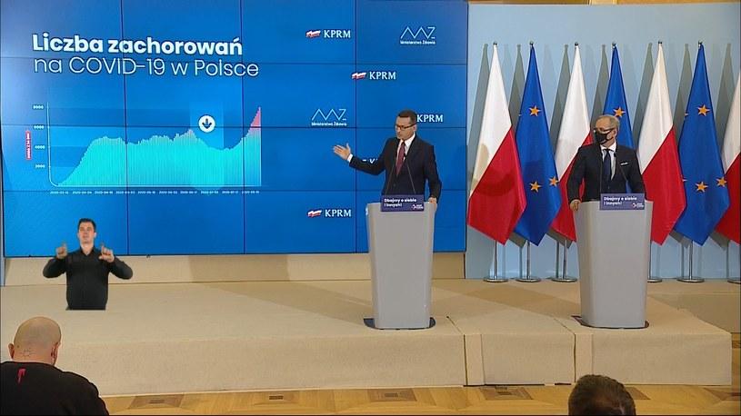 Premier pokazuje, jak wyglądała sytuacja w lecie /Polsat News