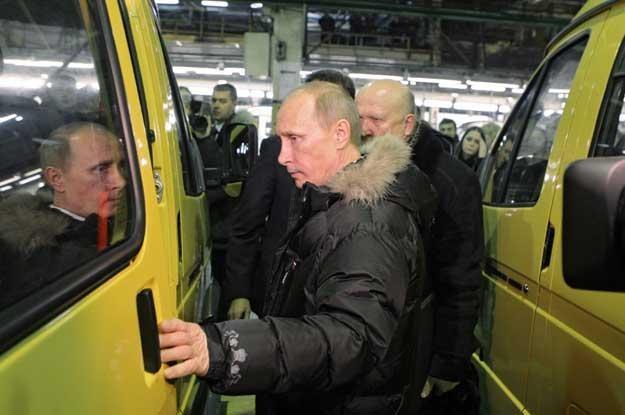 Premier Rosji Władimir Putin ogląda sprintera /AFP
