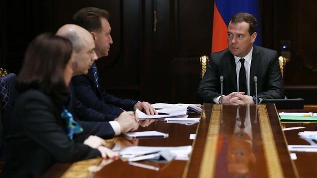 Premier Rosji znów naradzał się w sprawie rubla /AFP