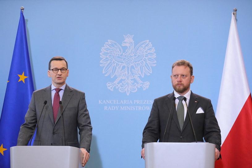 Premier RP Mateusz Morawiecki oraz minister zdrowia Łukasz Szumowski podczas konferencji prasowej w KPRM w Warszawie /Paweł Supernak /PAP
