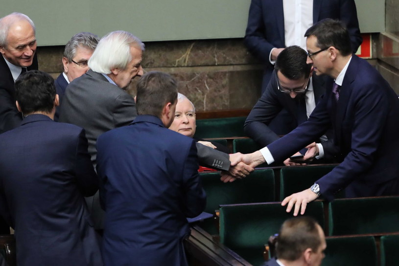 Premier RP Mateusz Morawiecki oraz prezes PiS Jarosław Kaczyński na sali obrad /Wojciech Olkuśnik /PAP