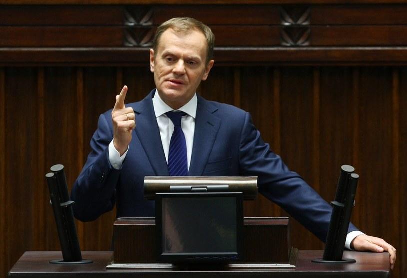 Premier Tusk znów pod ostrzałem /Stanisław Kowalczuk /East News