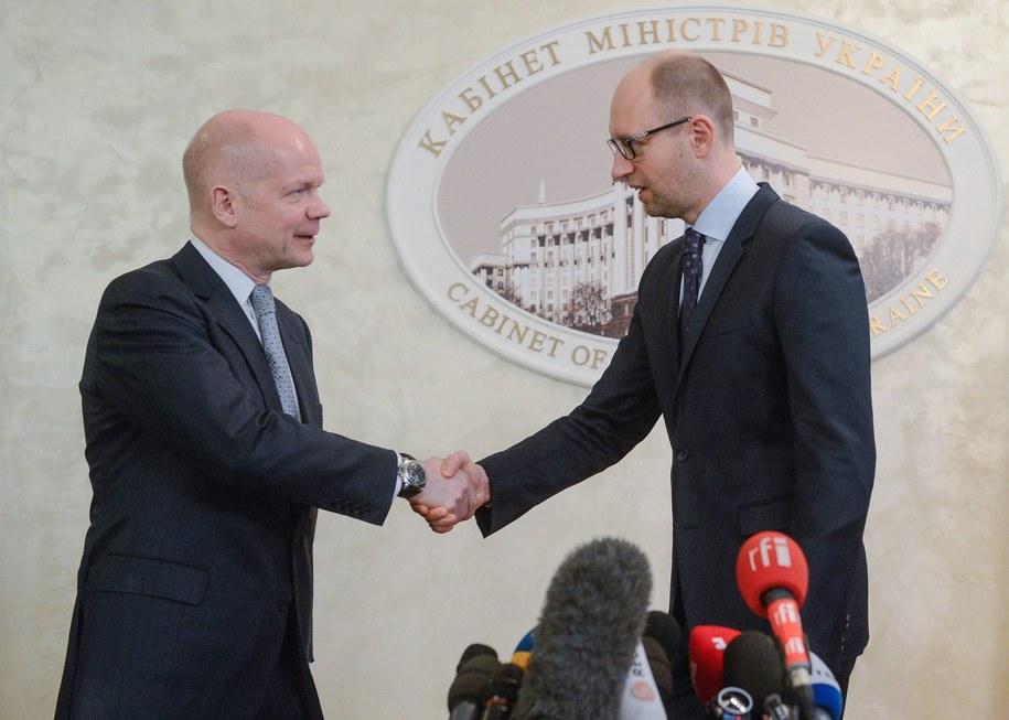 Premier Ukrainy Arsenij Jaceniuk (po prawej) i szef brytyjskiego MSZ-etu William Hague /ANDREW KRAVCHENKO/POOL /PAP/EPA