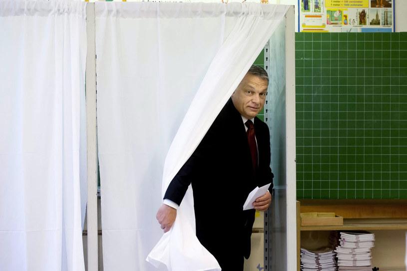 Premier Viktor Orban oddaje głos w referendum /Szilard Koszticsak /PAP/EPA
