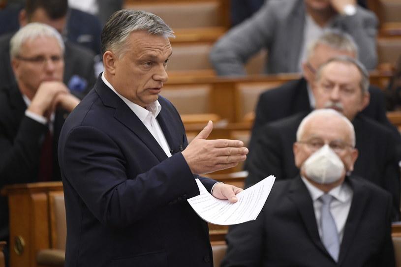 Premier Viktor Orban przemawia w węgierskim parlamencie /TAMAS KOVACS   /PAP/EPA