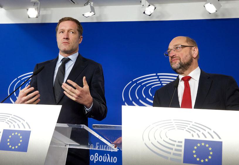 Premier Walonii Paul Magnette i szef Parlamentu Europejskiego Martin Schulz /AFP