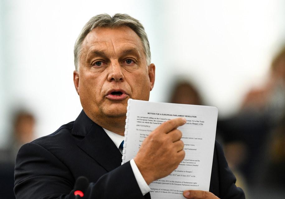 Premier Węgier Viktor Orban w czasie przemówienia na posiedzeniu Parlamentu Europejskiego /Patrick Seeger  /PAP/EPA