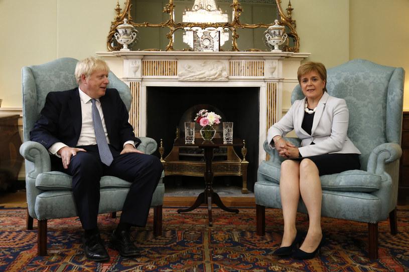 Premier Wielkiej Brytanii Boris Johnson podczas spotkania z pierwszą minister Szkocji Nicolą Sturgeon /Duncan McGlynn /AFP