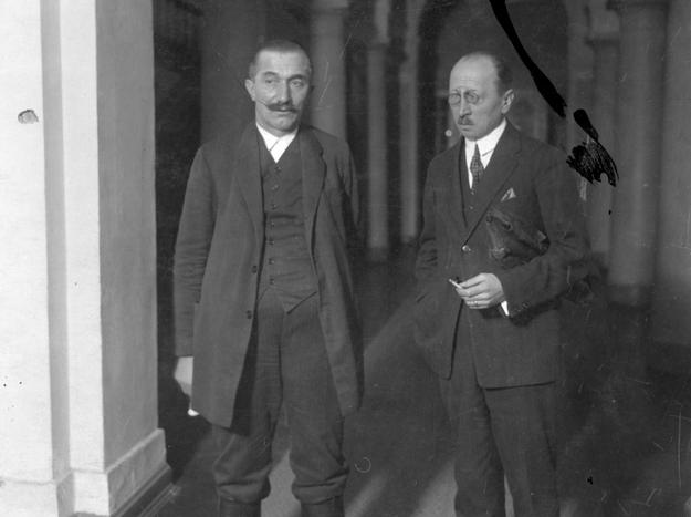 Premier Wincenty Witos w towarzystwie ministra Władysława Kiernika /Z archiwum Narodowego Archiwum Cyfrowego