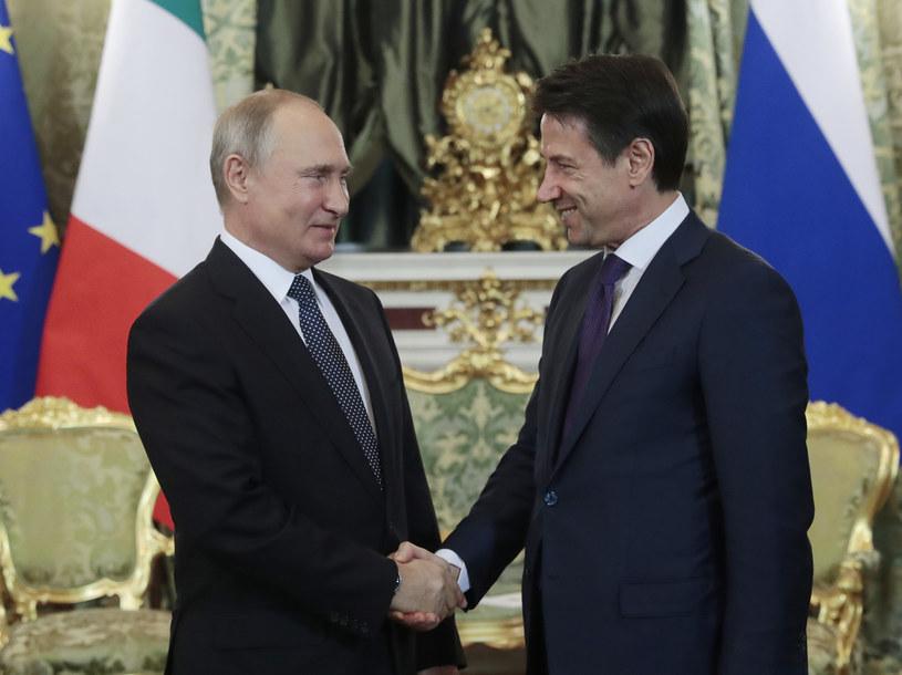 Premier Włoch Giuseppe Conte na spotkaniu w Moskwie z prezydentem Rosji Władimirem Putinem /SERGEI CHIRIKOV /AFP