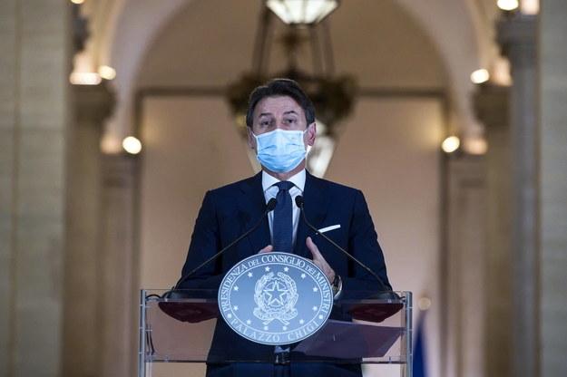 Premier Włoch Giuseppe Conte podczas konferencji prasowej w Rzymie /ANGELO CARCONI /PAP/EPA