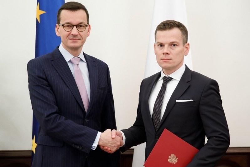 Premier wręczył nominację Jackowi Jastrzębskiemu /KPRM /