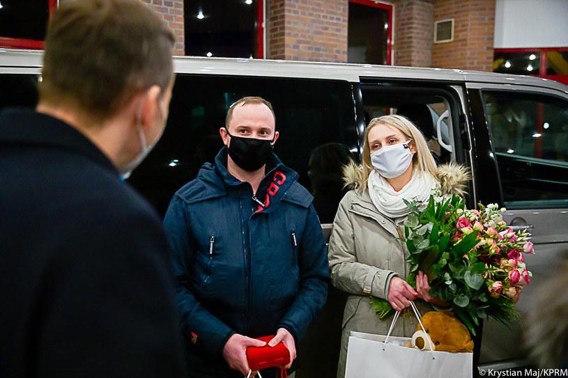 Premier wręczył rodzicom pięcioraczków kluczyki do samochodu /