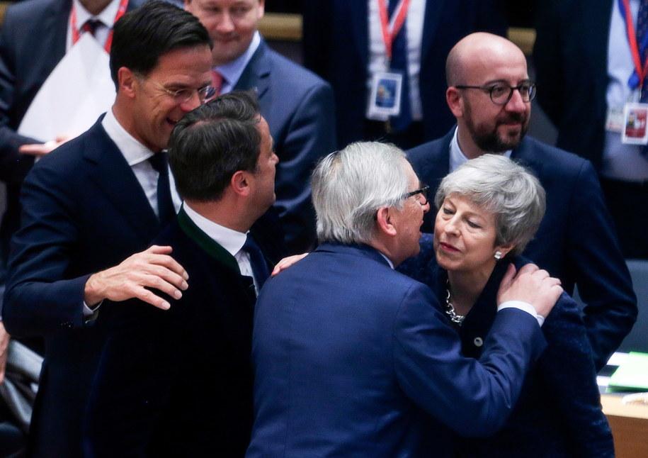 Premierzy: Holandii Mark Rutte i Luksemburga Xavier Bettel, szef Komisji Europejskiej Jean-Claude Juncker, szefowa rządu w Londynie Theresa May i premier Belgii Charles Michel w Brukseli /ARIS OIKONOMOU/POOL /PAP/EPA