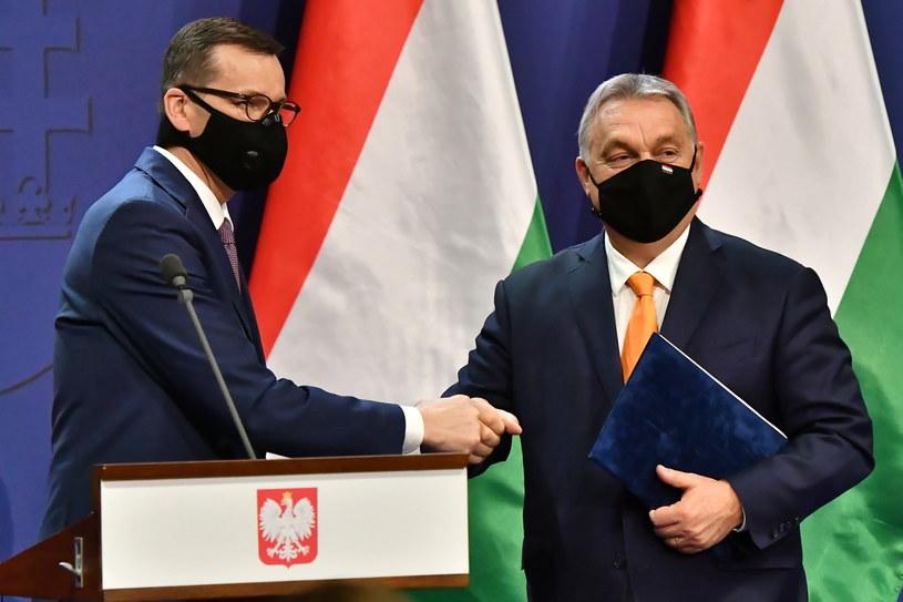 Premierzy Mateusz Morawiecki i Viktor Orban /Andrzej Lange /PAP