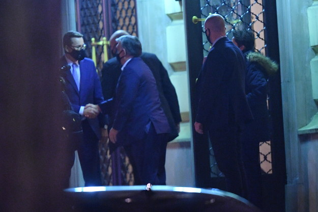 Premierzy Mateusz Morawiecki i Węgier Viktor Orban po spotkaniu w Warszawie / Radek Pietruszka   /PAP
