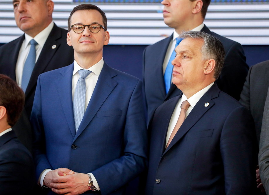 Premierzy Polski i Węgier Mateusz Morawiecki i Viktor Orban /STEPHANIE LECOCQ  /PAP/EPA