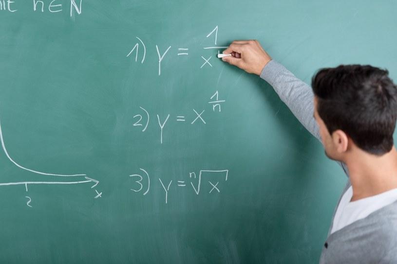 Premiowanie dobrych nauczycieli to bardzo dobry sposób na poprawę poziomu edukacji /123RF/PICSEL