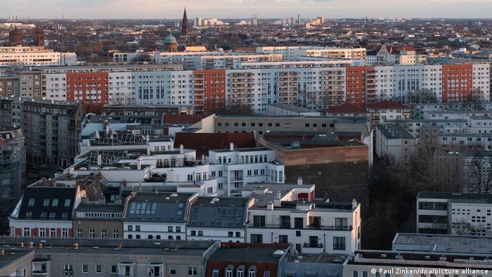 Prestiżowy projekt władz Berlina został pogrzebany przez Trybunał Konstytucyjny. Zapłacą za to lokatorzy – komentuje niemiecka prasa /Paul Zinken/dpa/picture alliance /Deutsche Welle