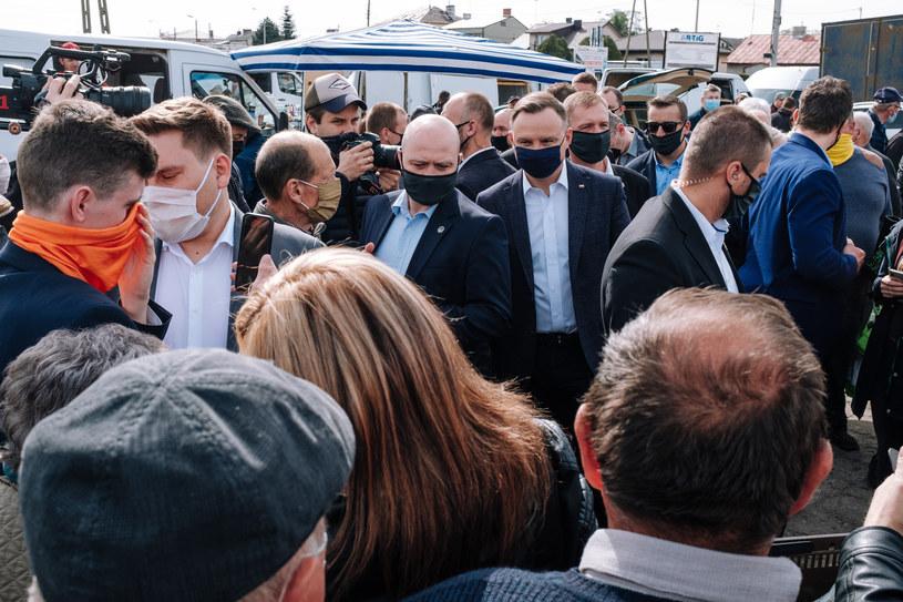 Preyzdent Andrzej Duda podczas wizyty na targowisku w Garwolinie /Dariusz Szubinski /Agencja FORUM