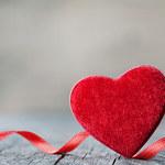 Prezent na Walentynki - sprawdź, jakie upominki oferują popularne sklepy!