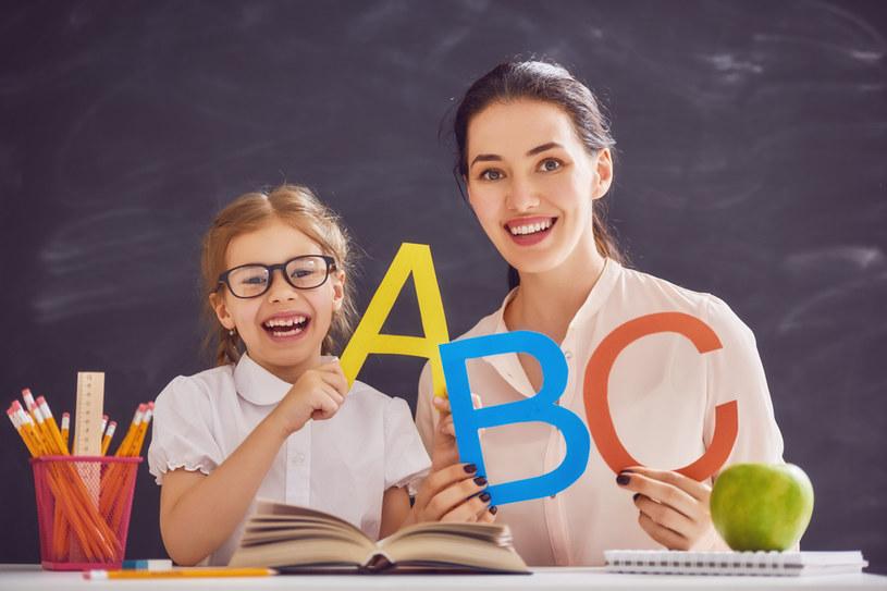 Prezent z okazji dnia nauczyciela — sprawdź, co kupić! /123RF/PICSEL