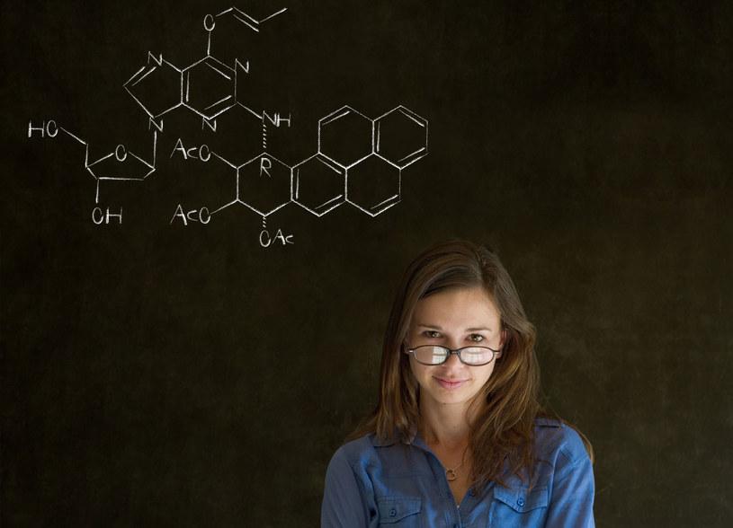 Prezentujemy rozwiązania zadań z chemii na poziomie rozszerzonym /123RF/PICSEL