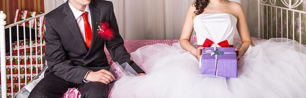 Prezenty ślubne to darowizna, która podlega opodatkowaniu podatkiem od spadku i darowizn /©123RF/PICSEL