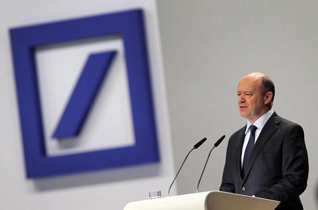 """Prezes Deutsche Bank John Cryan ostrzegł, że """"duża liczba"""" osób straci pracę /AFP"""