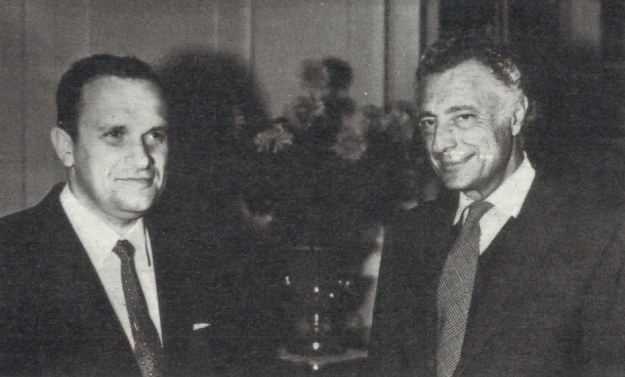 Prezes Fiata Giovanni Agnelli i Tadeusz Wrzaszczyk w chwilę po podpisaniu kontraktu 22 grudnia 1965 r. /Motor