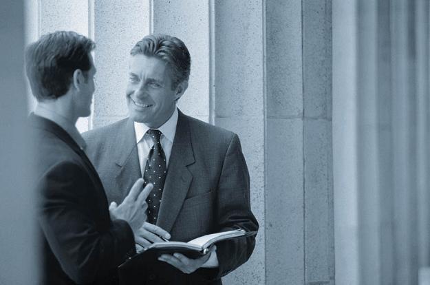 Prezes firmy może być zainteresowany podkręcaniem przychodów ze względu na umowę kredytową /AFP