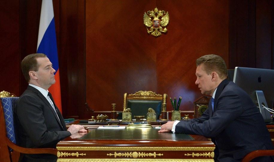Prezes Gazpromu Aleksiej Miller i premier Rosji Dmitrij Miedwiediew /ALEXANDER ASTAFYEV/RIA NOVOSTI/ GOVERNMENT PRESS SERVICE POOL /PAP/EPA