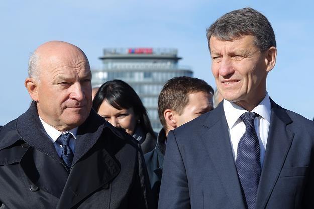 Prezes Grupy Lotos Paweł Olechnowicz (L) i minister skarbu państwa Andrzej Czerwiński (P) /PAP
