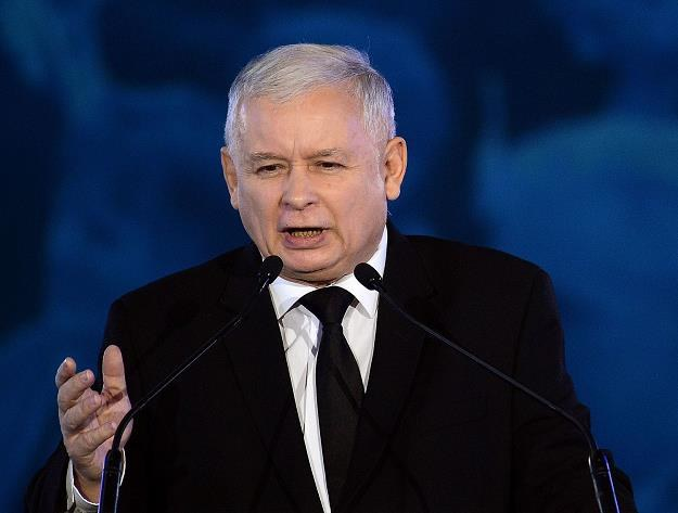 Prezes J. Kaczyński - realizacja wyborczych obietnic może drogo kosztować /AFP