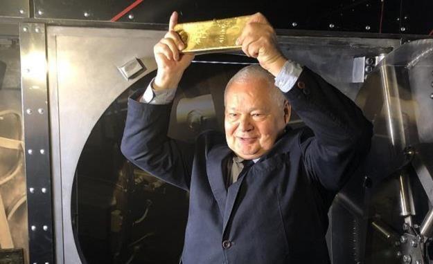 Prezes NBP Adam Glapiński ze złotem /INTERIA.PL