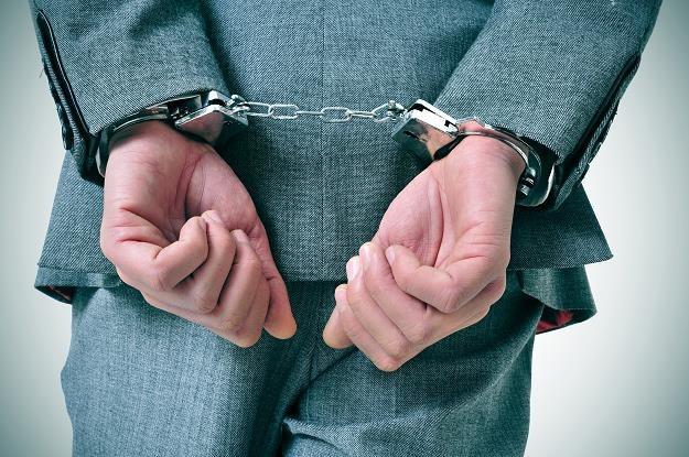 Prezes nie wykupił obligacji - zatrzymała go policja... /©123RF/PICSEL