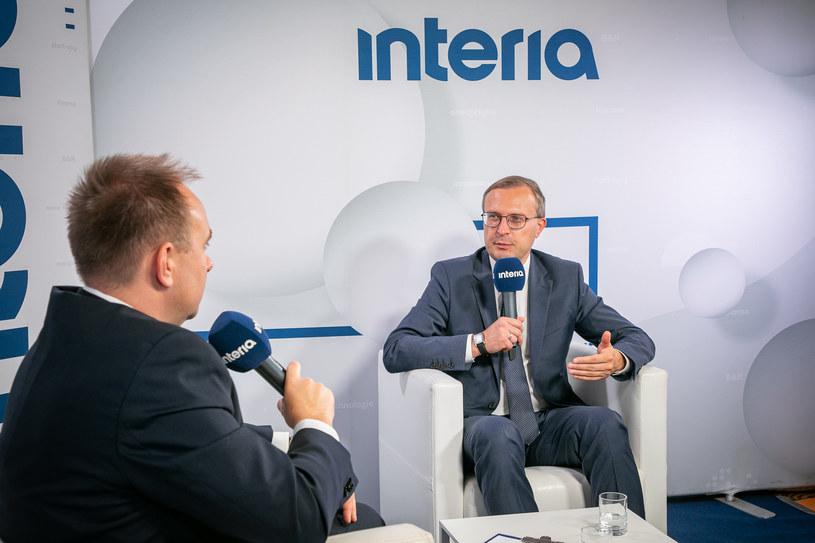 """Prezes PFR Paweł Borys w studiu Interii: """"Polska potrzebuje 300 mld zł na inwestycje"""". /Fot. Ireneusz Rek /INTERIA.PL"""