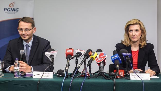 Prezes PGNiG Grażyna Piotrowska-Oliwa (P) oraz wiceprezes spółki Radosław Dudziński (L) /PAP