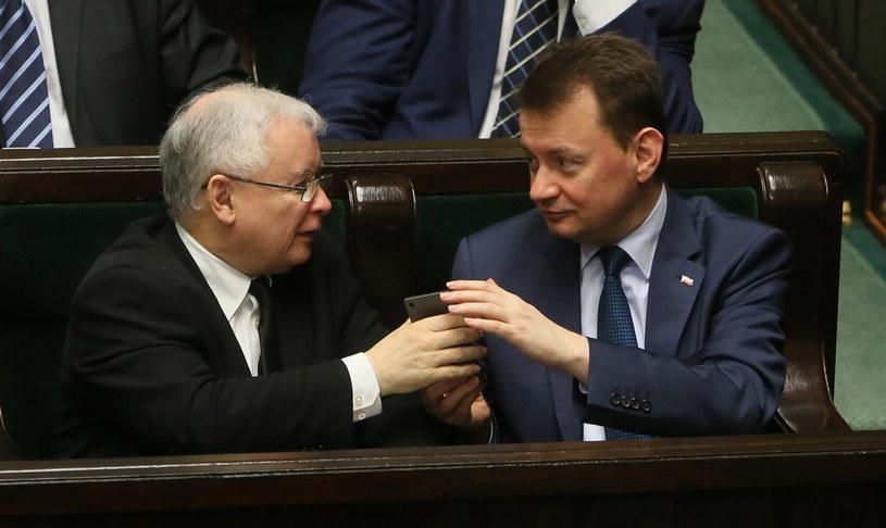 Prezes PiS Jarosław Kaczyński i minister spraw wewnętrznych i administracji Mariusz Błaszczak /Tomasz Gzell /PAP