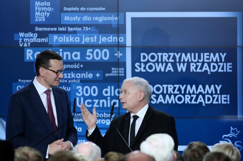 Prezes PiS Jarosław Kaczyński i premier Mateusz Morawiecki podczas wieczoru wyborczego KW Prawo i Sprawiedliwość / Jakub Kamiński    /PAP