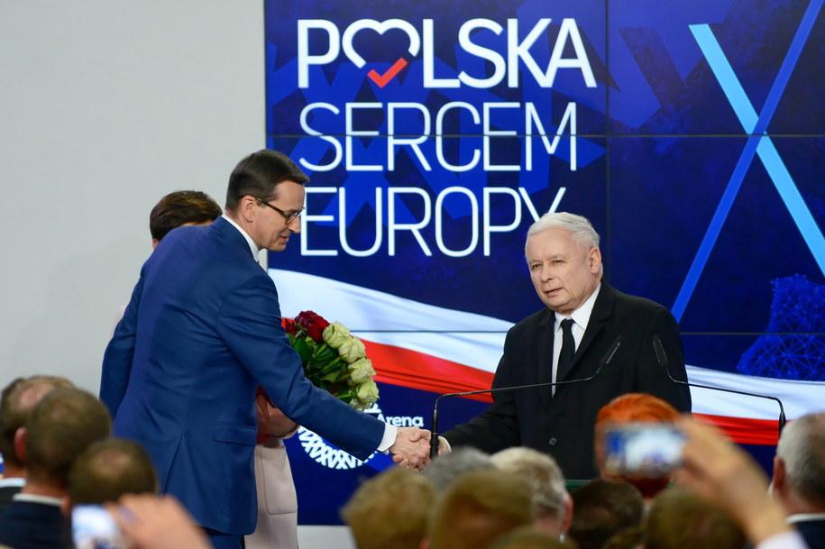 Prezes PiS Jarosław Kaczyński i premier Mateusz Morawiecki w sztabie wyborczym Prawa i Sprawiedliwości w Warszawie / Jakub Kamiński    /PAP