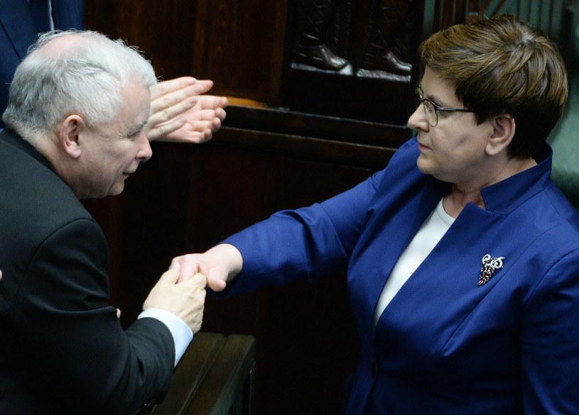 Prezes PiS Jarosław Kaczyński i szefowa rządu Beata Szydło /Jacek Turczyk /PAP