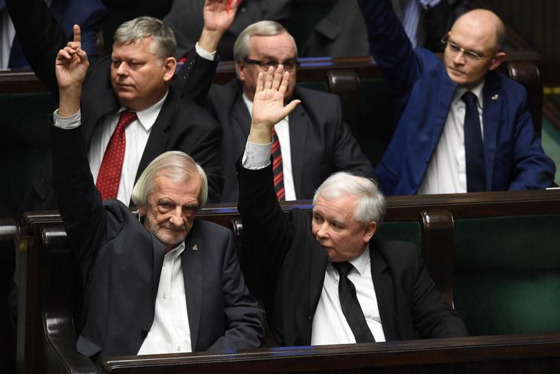 Prezes PiS Jarosław Kaczyński i wicemarszałek Sejmu Ryszard Terlecki podczas posiedzenia Sejmu /Radek Pietruszka /PAP