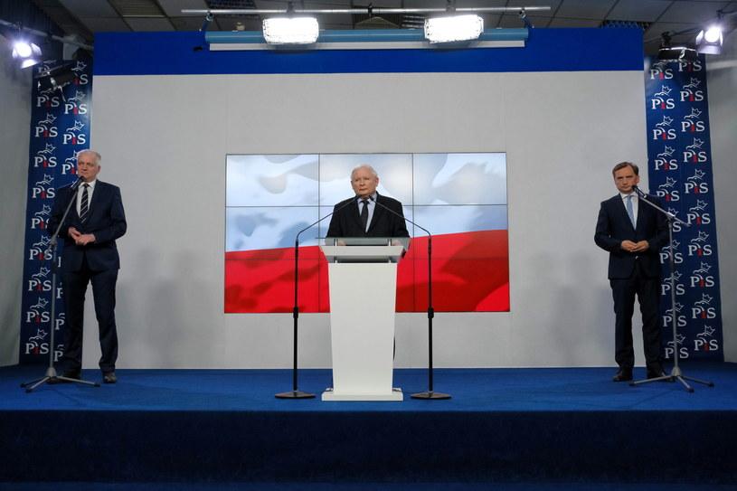 Prezes PiS Jarosław Kaczyński, minister sprawiedliwości Zbigniew Ziobro i lider Porozumienia Jarosław Gowin. /Mateusz Marek /PAP